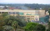 Militari kenyeni - FILMAŢI de camerele de supraveghere FURÂND din magazine, după atacul terorist din...