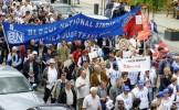 Dascălii ameninţă cu ÎNCHIDEREA şcolilor. Mii de sindicalişti din învăţământ protestează, mâine, la ...