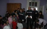 POLIŢIŞTII ÎN VIZITĂ LA COPIII DE LA CENTRUL ROUA DIN HUREZU MARE
