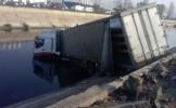 Un tir a căzut în râul Dâmboviţa, în apropiere de Şoseaua de Centură a Capitalei