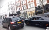 VIDEO S-a dat zmeu pe sosea si a comis-o rau de tot! Cum se face praf un Lamborghini de sute de mii ...