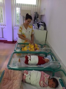 Cadouri pentru nou născuți, oferite de tinerele social democrate