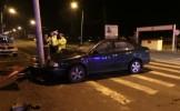 Un șofer beat la volan s-a oprit într-un stâlp de beton