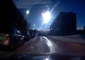 fenomen-bizar-pe-cerul-romaniei-lumina-orbitoare-facuta-de-un-obiect-zburator-neidentificat-video