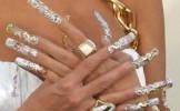 Ce riscuri prezinta unghiile false