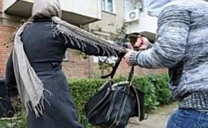 Femeie atacată brutal și tâlhărită