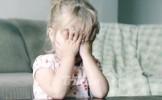 DUMNEZEULE! Un sibian s-a fotografiat in timp ce-si abuza sexual fetita de nici doi ani