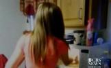Cruzime INCREDIBILĂ: Două adolescente pun o pisică în cuptorul cu microunde şi îl pornesc (VIDEO)