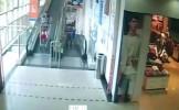 UCISĂ de cărucior, în supermarket. Imagini ŞOCANTE, surprinse de camerele de supraveghere (VIDEO)